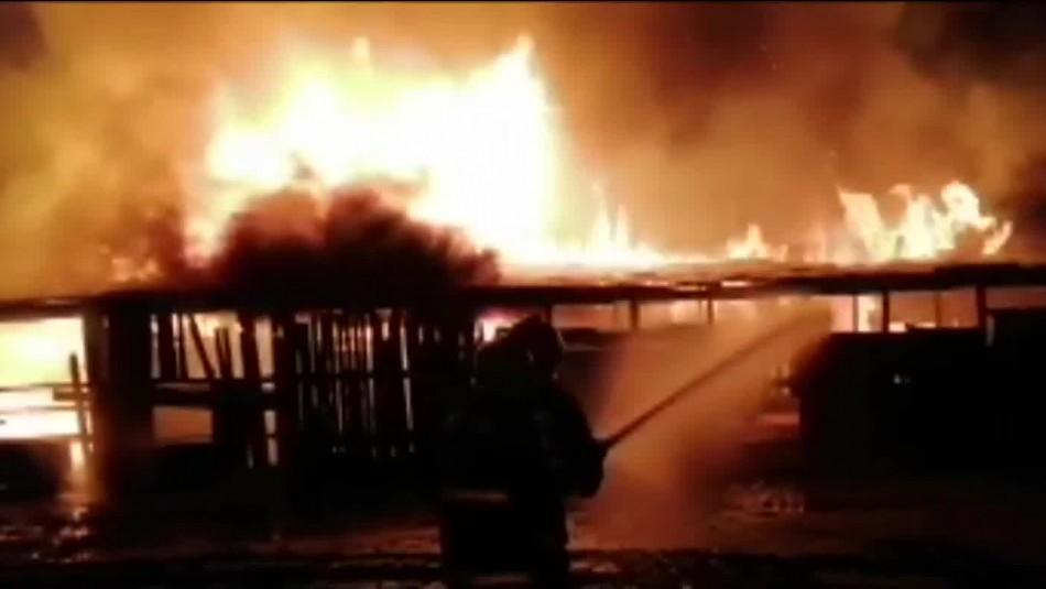 CAM se adjudica ataques en La Araucanía: Una casa, un galpón y dos camiones fueron incendiados