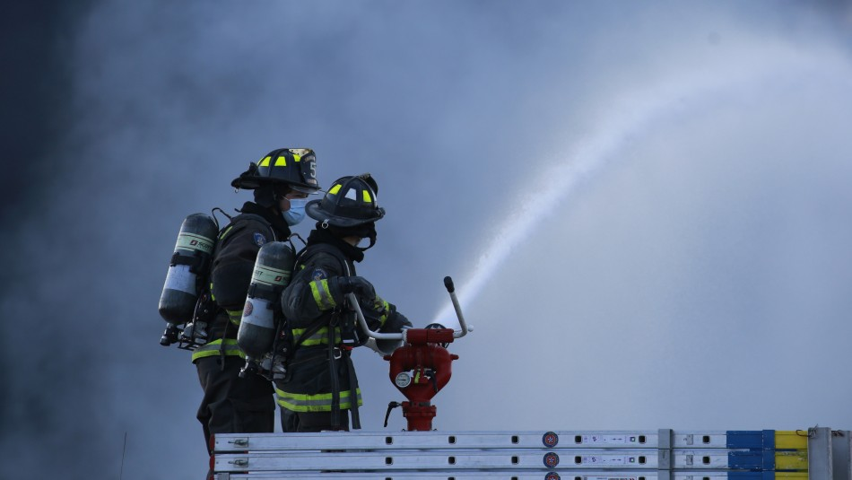 Incendio en Recoleta: Tres personas fallecieron y un bombero resultó herido
