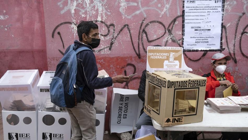 Arrojan dos cabezas y restos humanos en locales de votación en México
