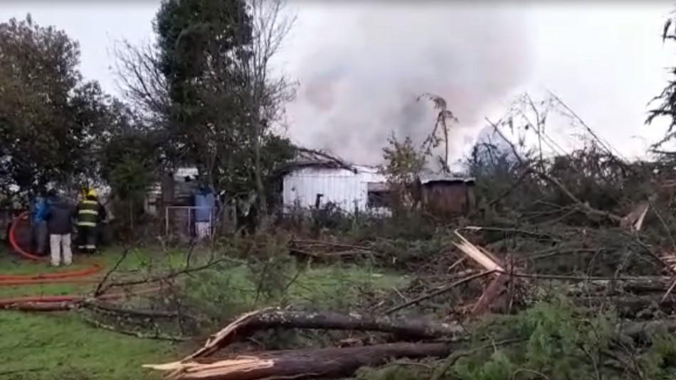 Tromba marina arrasa con árboles y provoca incendio en vivienda de Toltén