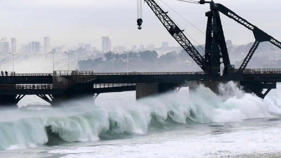 Videos registran fuertes marejadas en borde costero: puertos inundados y muelles destruidos