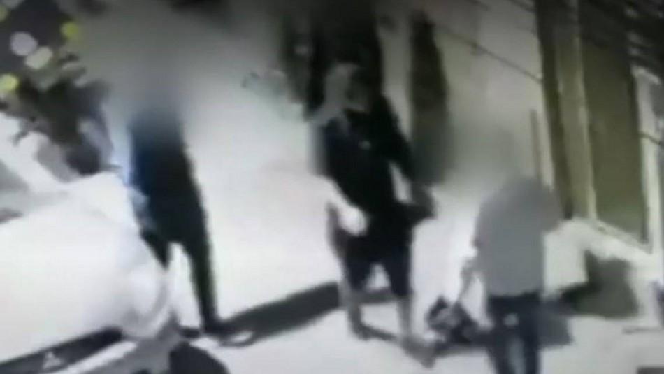 Repartidor de delivery golpea y atropella a adolescente de 14 años que intentó robarle su casco