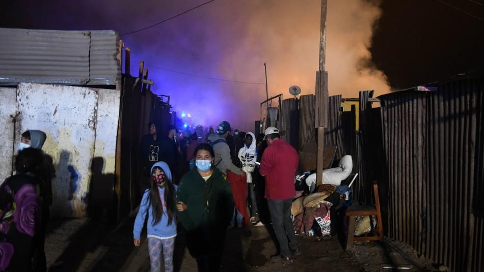 Nueve casas destruidas y 53 damnificados deja voraz incendio en campamento de Antofagasta