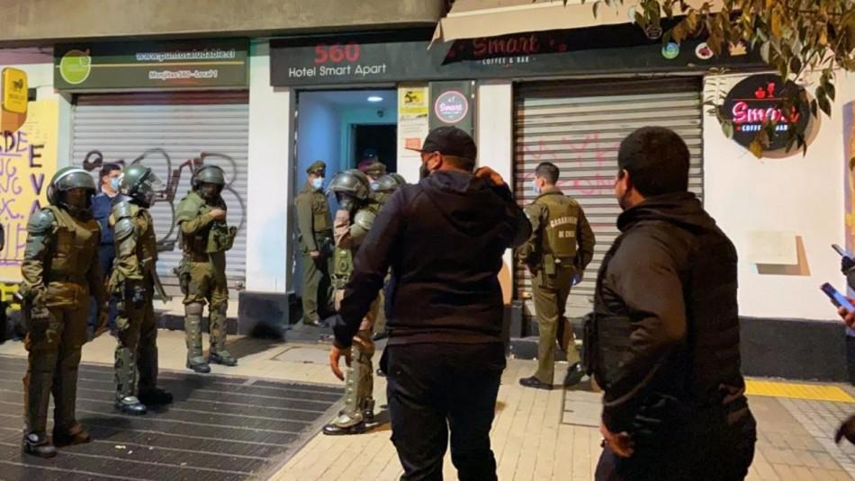Los denunció el dueño: 59 detenidos en fiesta clandestina en apart hotel de Santiago Centro