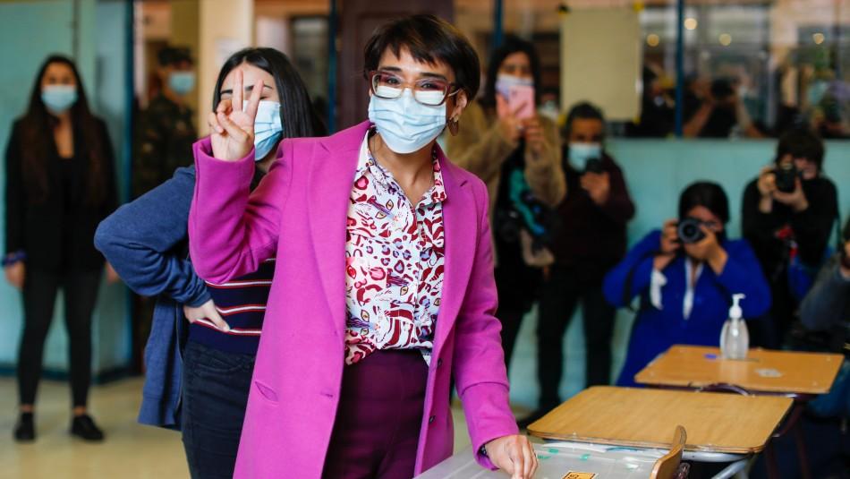 Karina Oliva tras sufragar en Liceo 1: