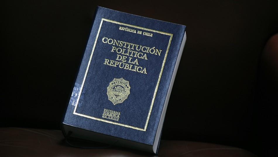 Desde abogados hasta actores: Estas son las profesiones de los 155 constituyentes