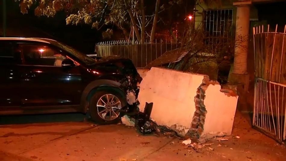 Auto robado terminó incrustado en una casa: hay un menor detenido