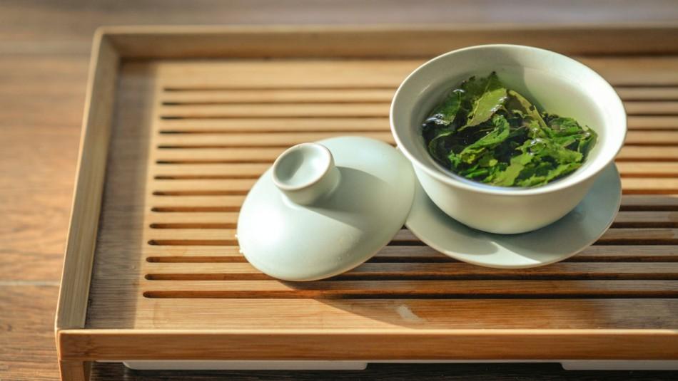 Para bajar de peso y el mal aliento: Los beneficios de tomar té verde