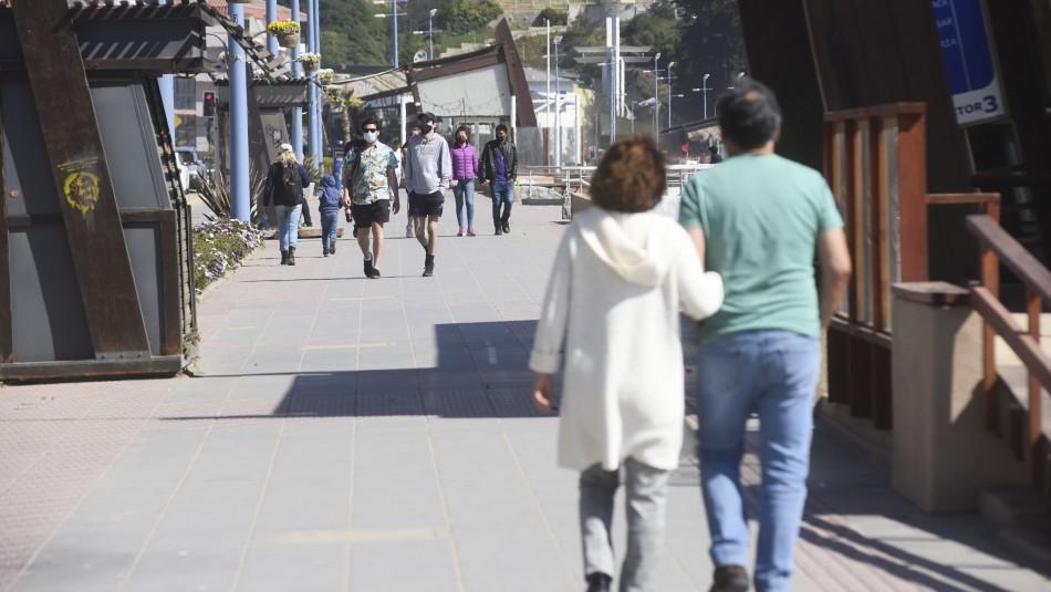 Fin de semana largo: Viñamarinos critican falta de cordón sanitario tras llegada de visitantes