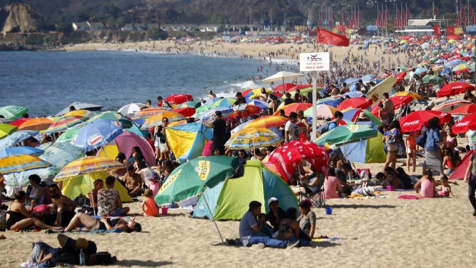 Buscan establecer espacios exclusivos para fumadores en las playas