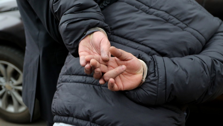 Condenado por violar a su hijo se entrega a Carabineros: Estaba prófugo desde hace tres años
