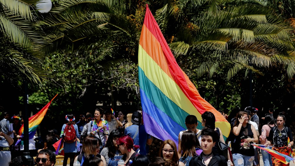 Opositores al matrimonio igualitario retrasan discusión en el senado