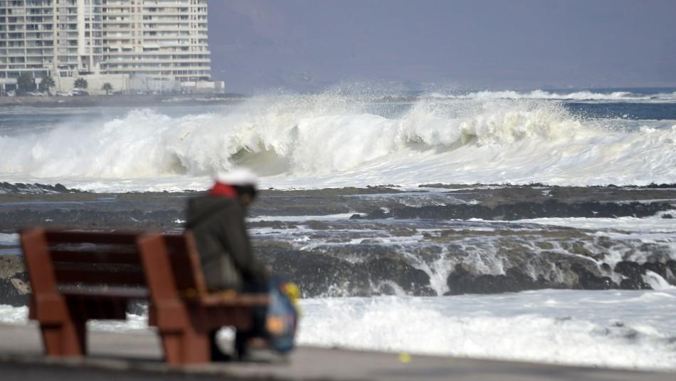 Armada hace llamado al autocuidado por marejadas que afectan la costa del país