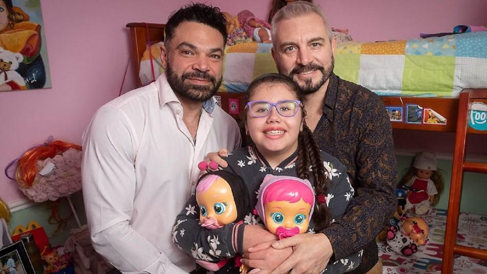 Pareja homoparental adoptó a niña que padecía leucemia.