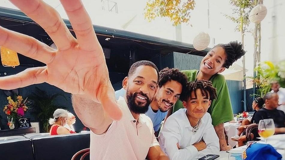 Will Smith posa con sus tres hijos y usuarios le preguntan por qué Jaden se ve