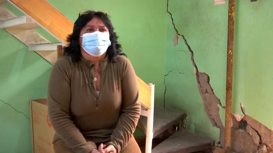 Familias exigen respuestas al Serviu por casas sociales mal construidas