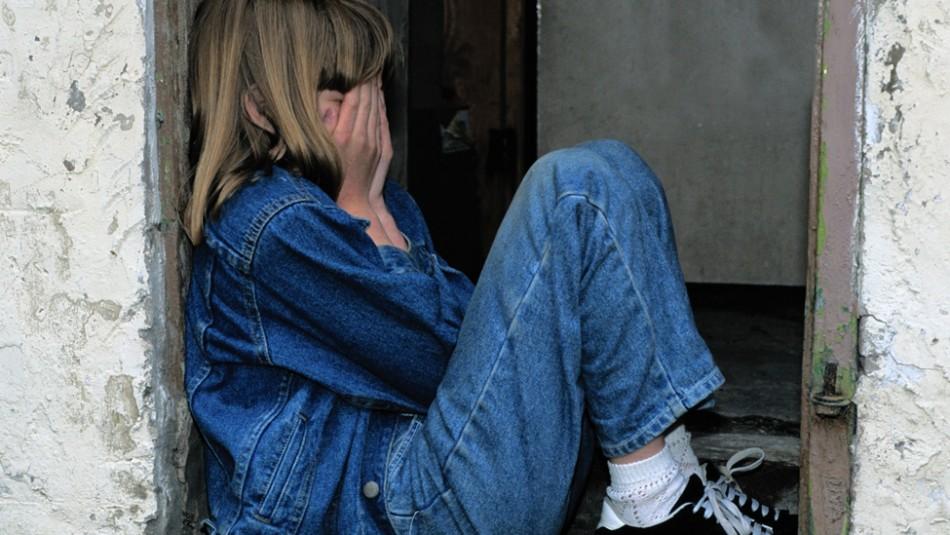 Obliga a su hija de 11 años a prostituirse para comprar drogas: la condenan a 45 años de cárcel
