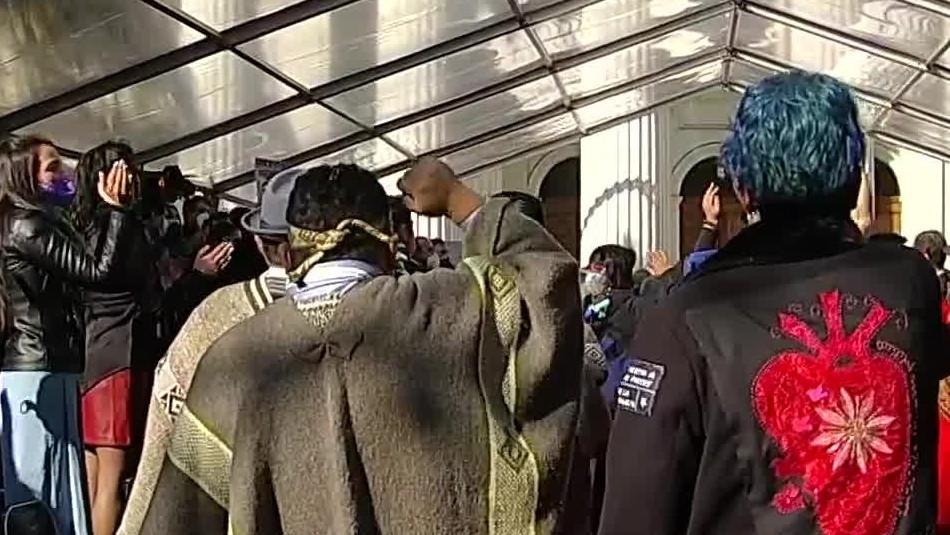 Entre pifias y gritos: Así fue la entonación del himno nacional en instalación de la Convención