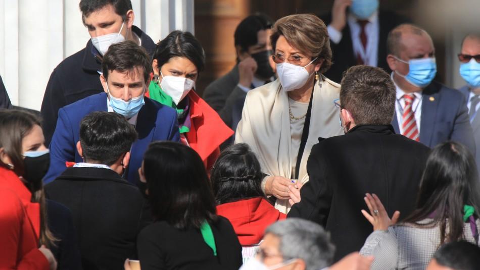 Ovación de pie: el reconocimiento de la Convención a la labor de Carmen Gloria Valladares