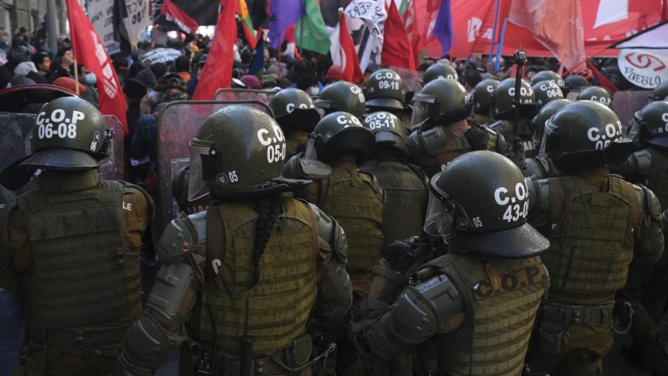 Balance de Carabineros tras jornada de convención: 20 detenidos y 30 funcionarios heridos