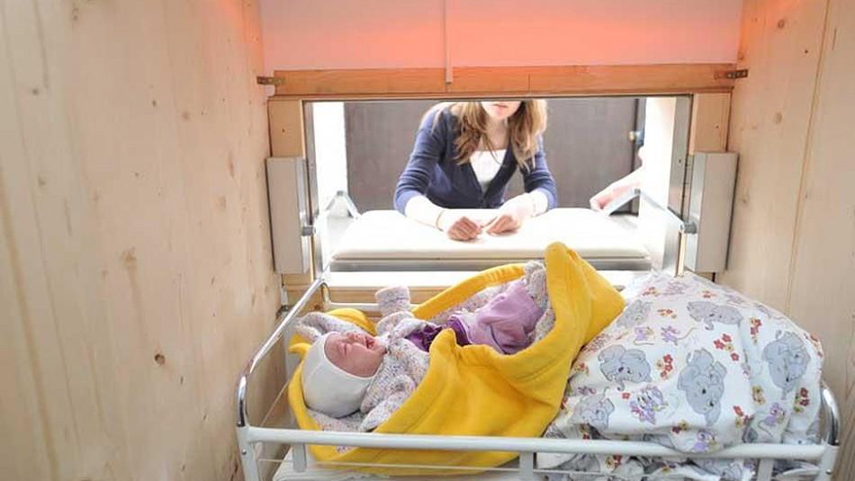 Así es cómo funcionan los buzones para abandonar bebés de forma anónima y segura