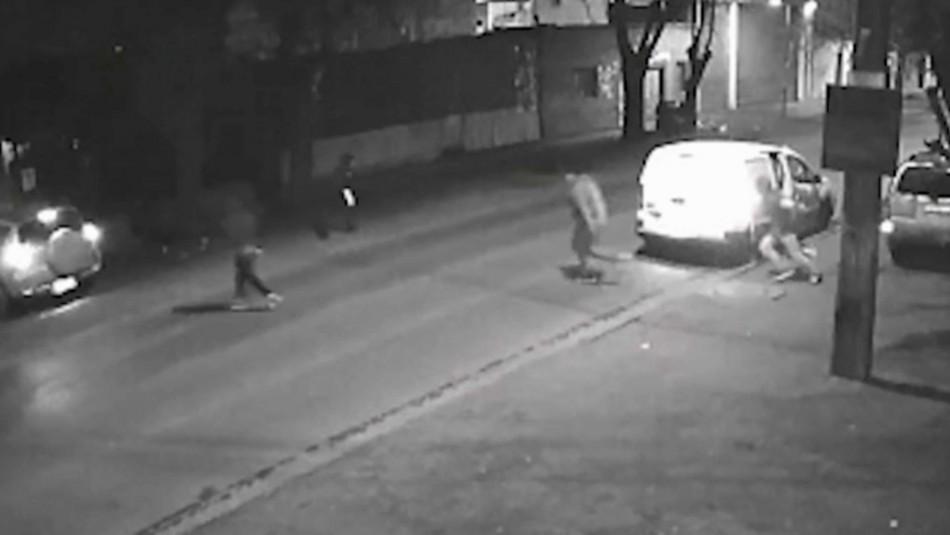 Buscan a delincuentes que asaltan en Quinta Normal utilizando una camioneta blanca