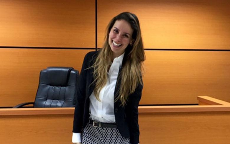 Romina Zalazar en Defensa Deudores