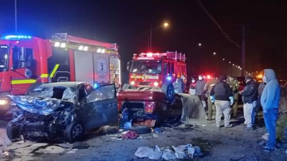 Choque frontal entre dos vehículos en La Pintana: Uno de los conductores falleció