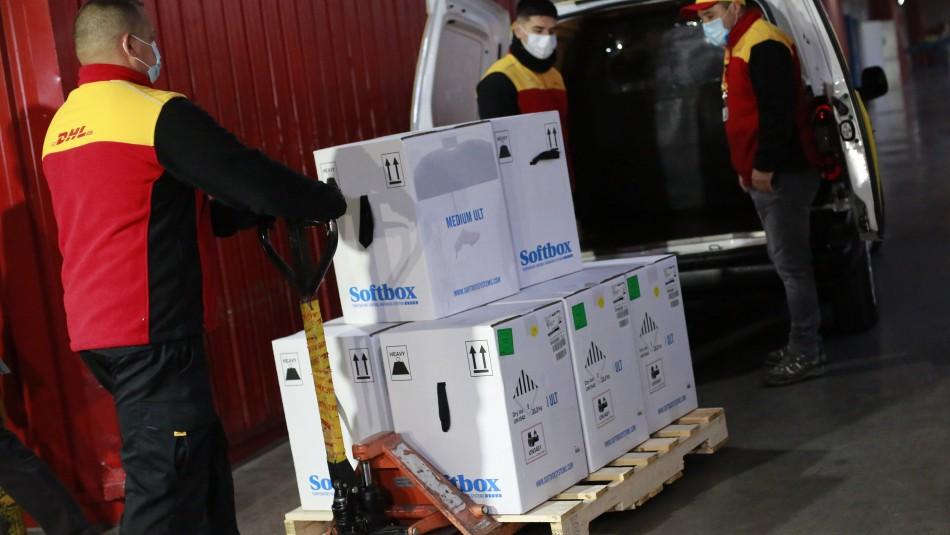 Llegó a Chile nuevo cargamento de vacunas Pfizer