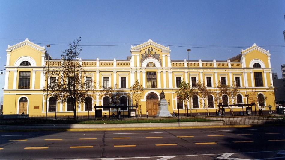Universidad de Chile investiga supuesta copia masiva de 61 alumnos a través de WhatsApp