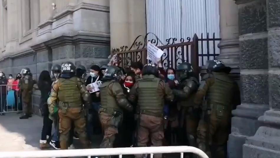 Detienen a dos constituyentes durante manifestación por presos del estallido