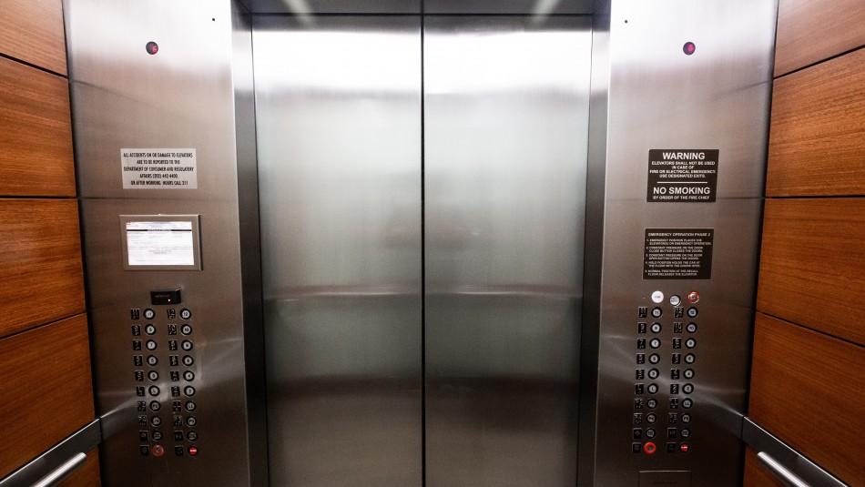 Niño de siete años muere tras quedar atrapado entre las puertas de un ascensor