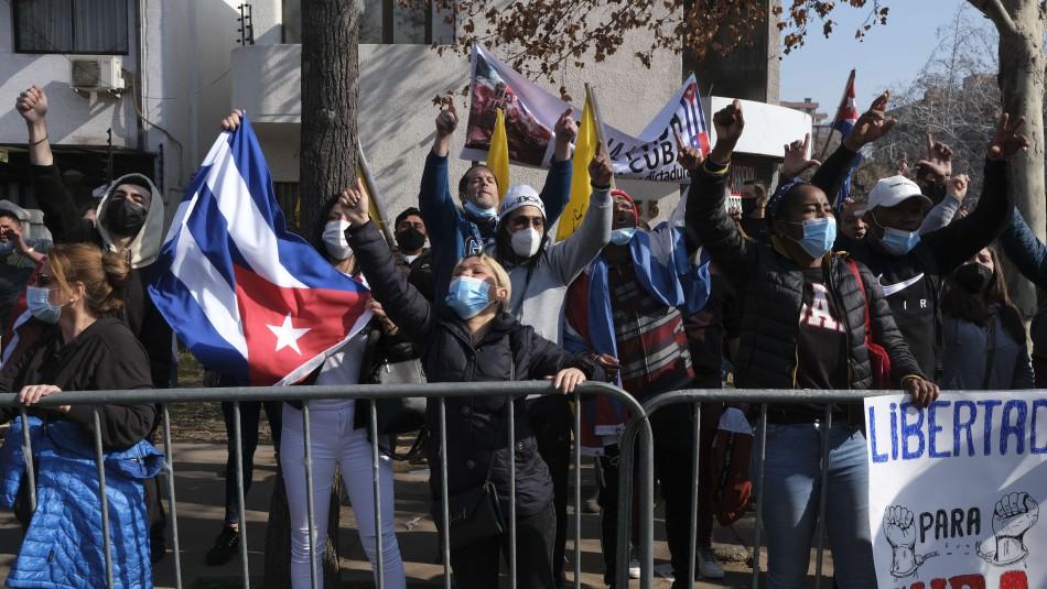 Siguen incidentes en el consulado de Cuba en Chile: Reportan 2 personas detenidas y 3 lesionadas