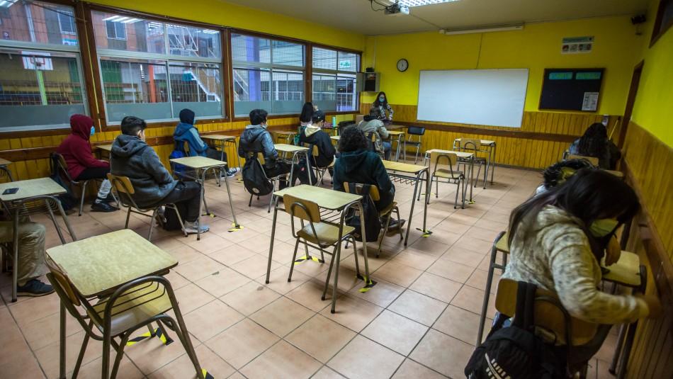 Experto critica sistema educacional en Chile: