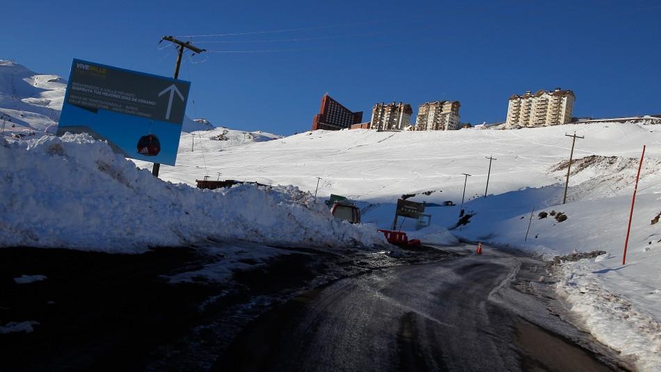 Carabineros rescató a tres personas que se extraviaron en el sector de Valle Nevado