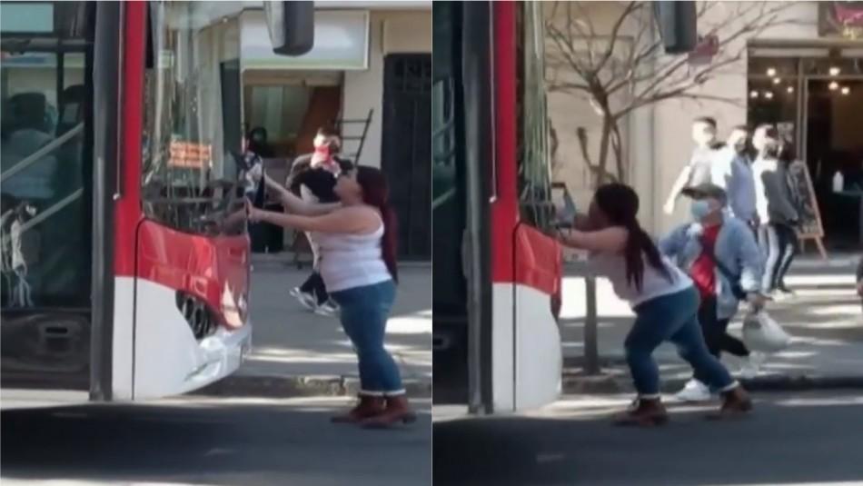 Conductora intenta detener bus del Transantiago tras protagonizar accidente en la Alameda