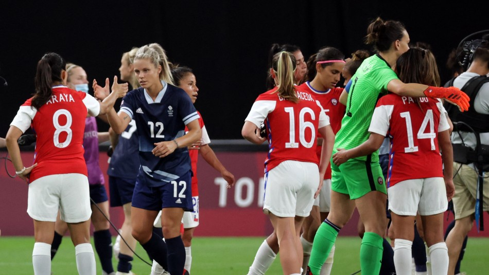 El gesto contra el racismo de la Roja femenina y la selección británica en los JJ.OO.