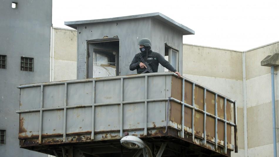 Seis reos se fugan desde la cárcel de Valparaíso: uno de ellos estaría armado