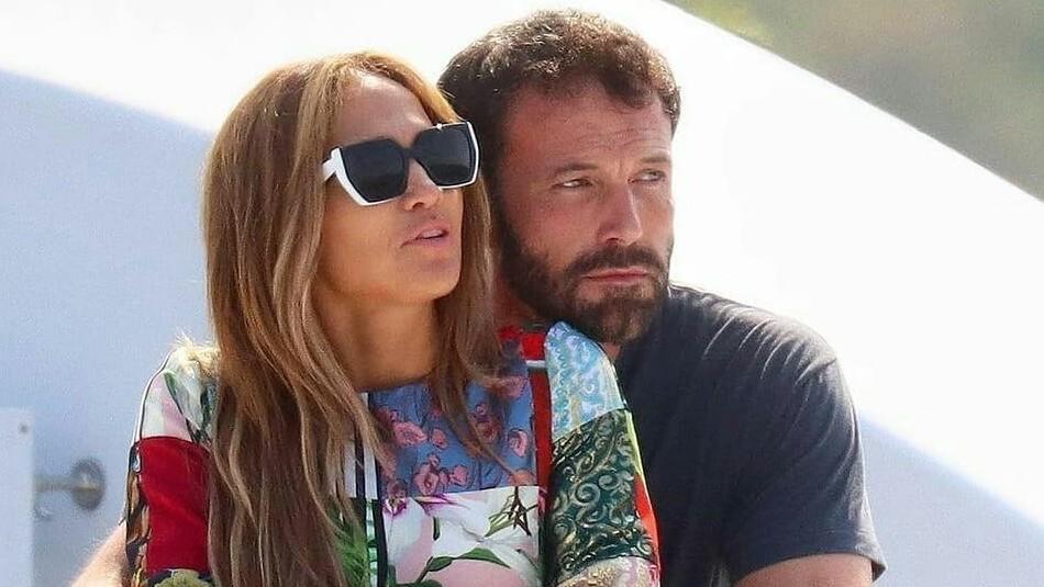 Jennifer Lopez celebra en bikini su cumpleaños 52 junto a Ben Affleck en un lujoso yate