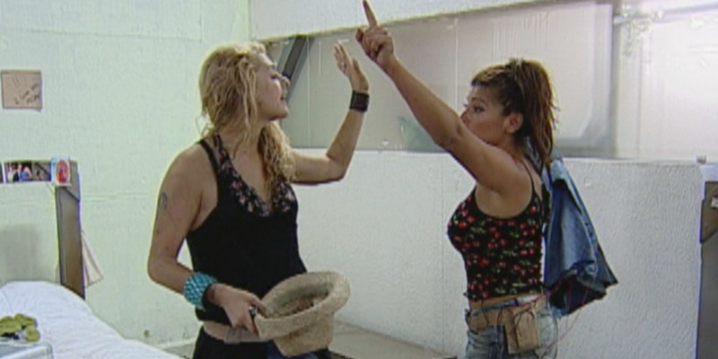Tanza Varela peleando con Roxana Muñoz