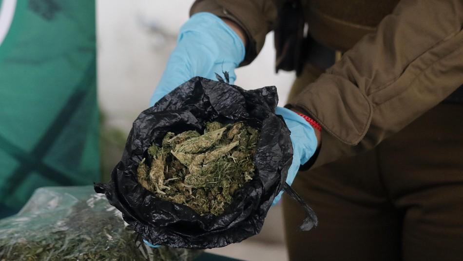 Comerciante ambulante que traficaba droga en el metro fue detenido por Carabineros