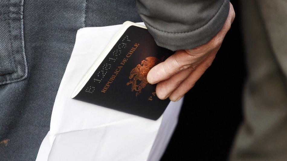 Precio del pasaporte y cédula de identidad podrían bajar a menos de la mitad tras licitación