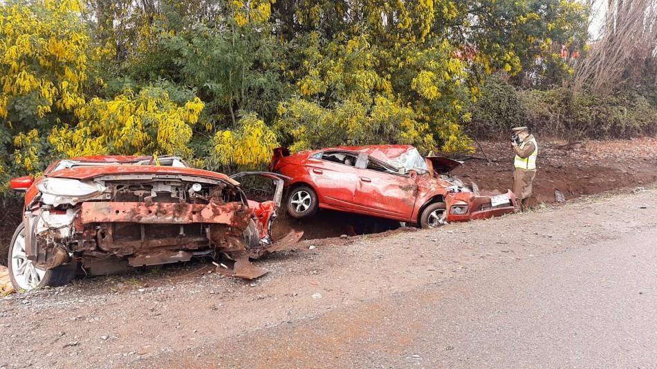 Un muerto tras violento choque entre dos autos en Ruta 5 Sur: otros dos ocupantes son atropellados