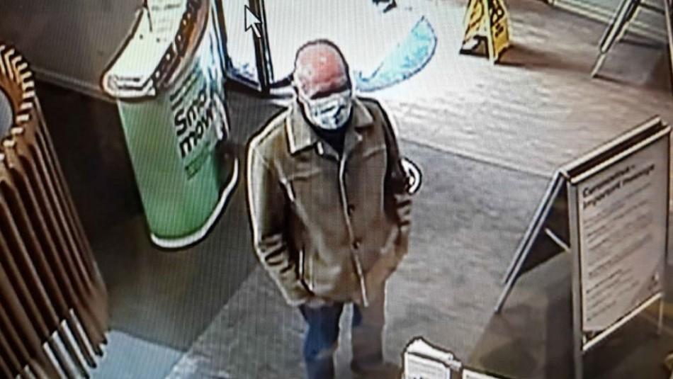 Hombre intentó robar un banco con una nota escrita a mano pero nadie le entendió su letra