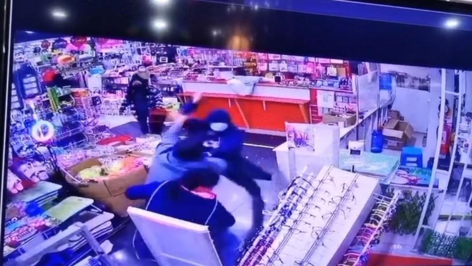 Video registra pelea en que trabajador corta la mano a cliente en mall chino