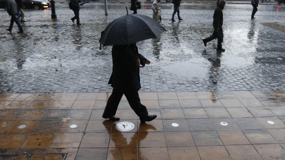 Sistema frontal retrasa su ingreso a Santiago: Lluvia será intensa pero en menor cantidad a lo esperado