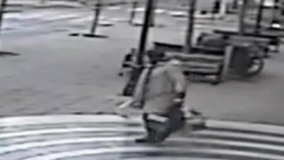Video muestra ataque de hombre con una pala a otro sujeto en Providencia