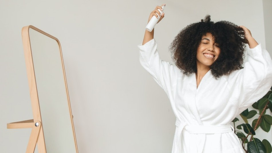 Aceite de romero: Descubre las bondades de este remedio casero que rejuvenece el cabello