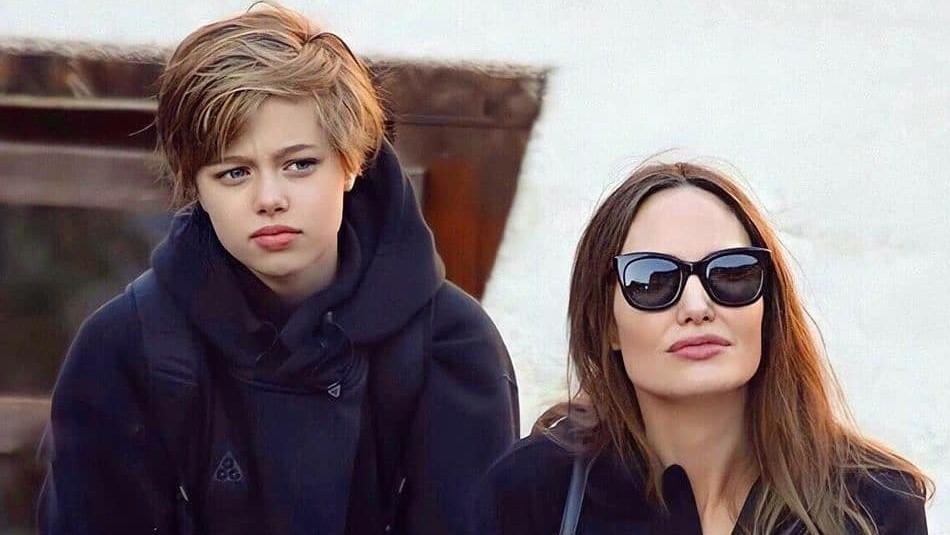 Shiloh reaparece con nuevo look en actividad benéfica de Angelina Jolie