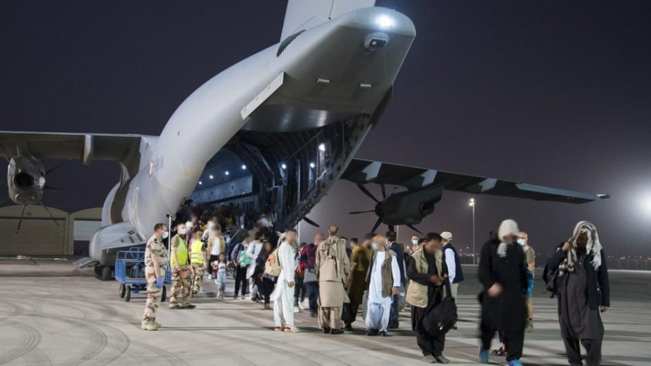 Cancillería chilena trabaja para recibir a más de 300 refugiados afganos